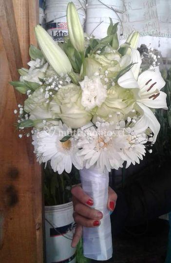 Ramo novia con rosas y lilium