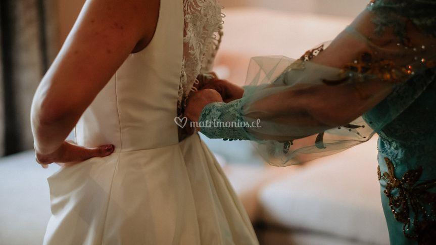 Poniendo el vestido