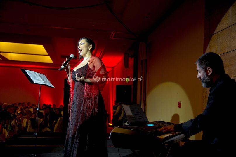 Claudia Yáñez - Cantante lírica