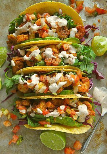 Tacos, camarones y verduras