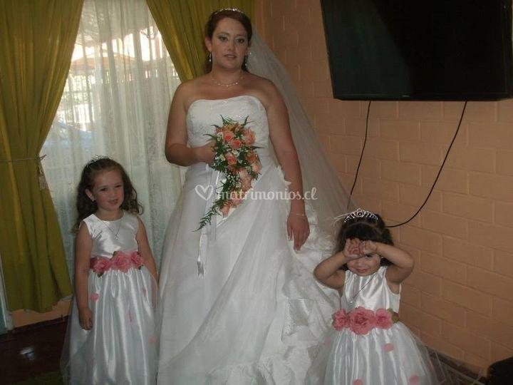 Vestido de novia y pajes