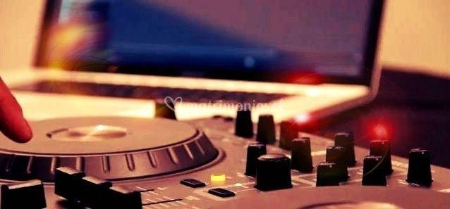 Deejay de CMB Producciones