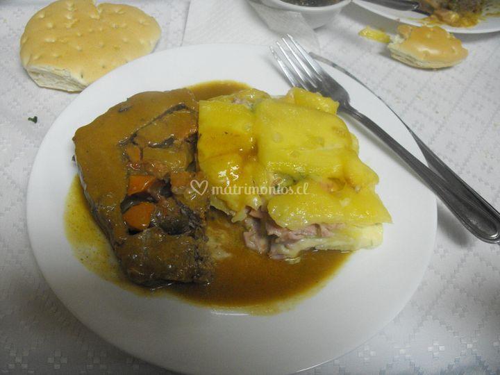 Pastel a la crema y carne c/ch