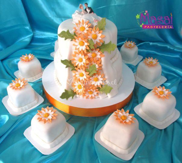 Torta novios con mini tortas