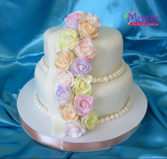 Torta de novios cascada flores