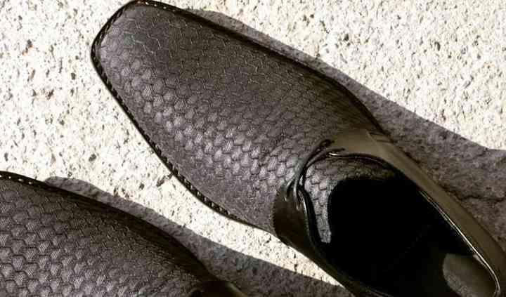 Zapato de cuero y tela