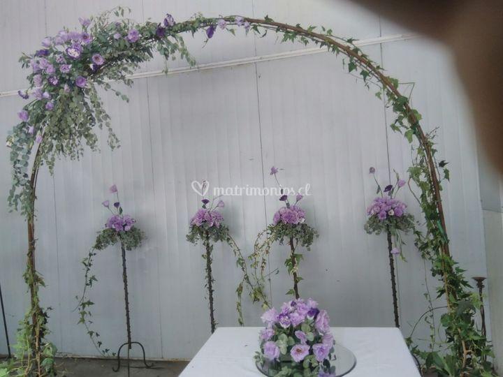 Arco floral violeta