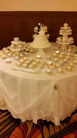 Tortas y cupcakes novios