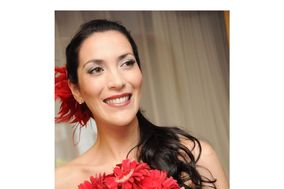 Caro Gonzalez  Make Up & Hair