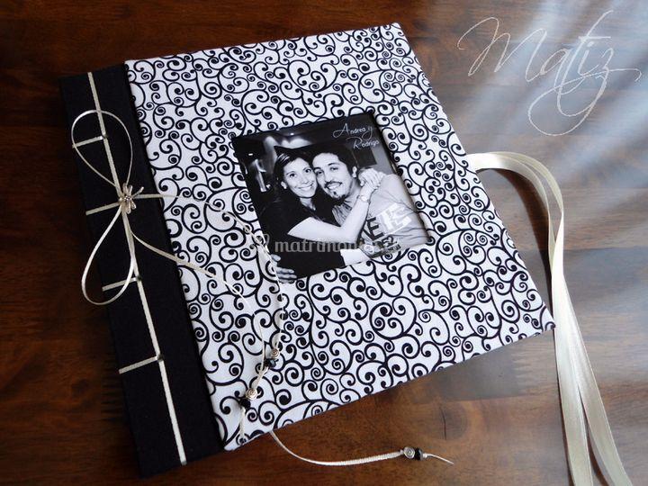 Libro con foto y lazo lateral