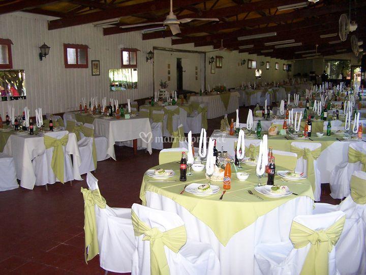 Montaje de mesas-matrimonio