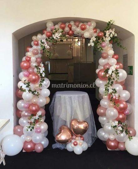Arco de globos y flores