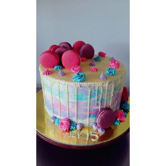 Drip cakes con macarrons