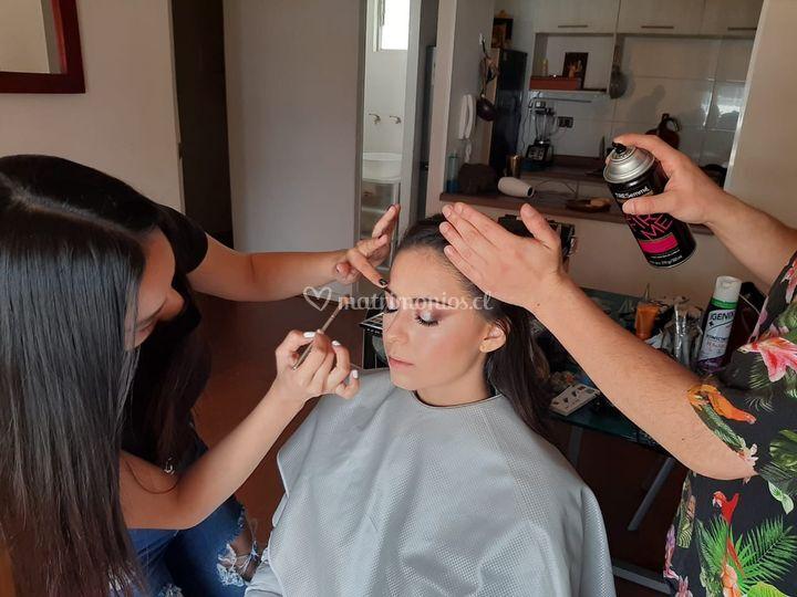 Proceso maquillaje y peinado