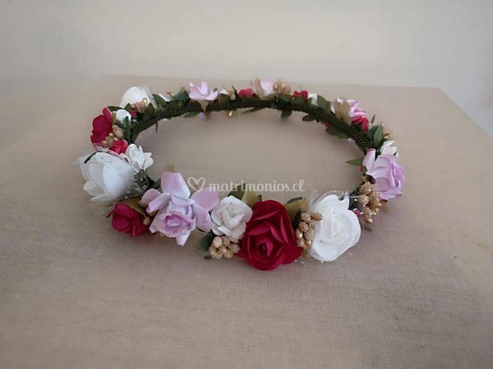 Corona de flores tonos rosa