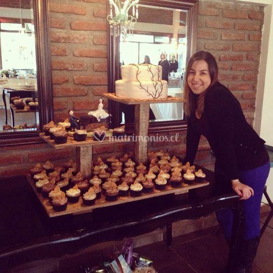 Torta de novios y cupcakes