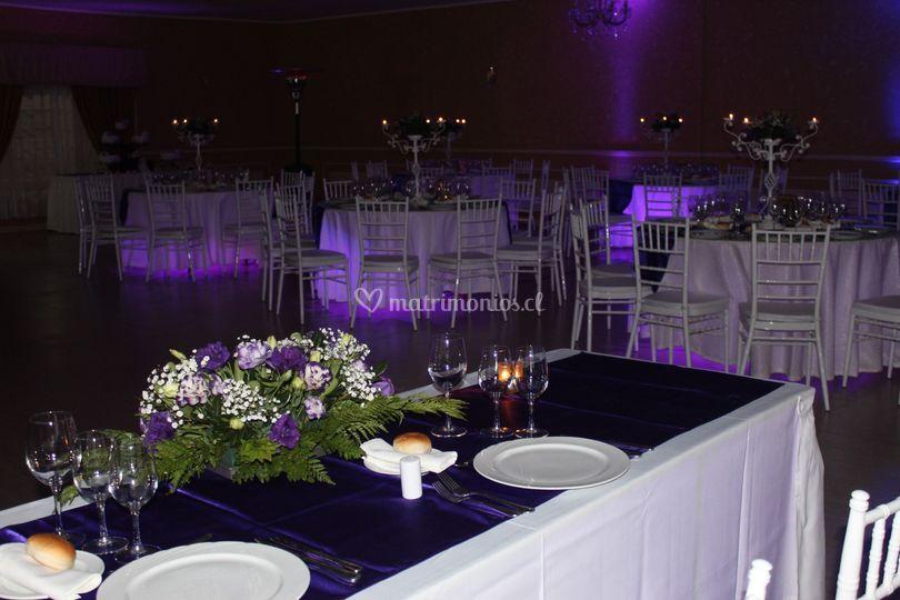 Mesas iluminadas lila