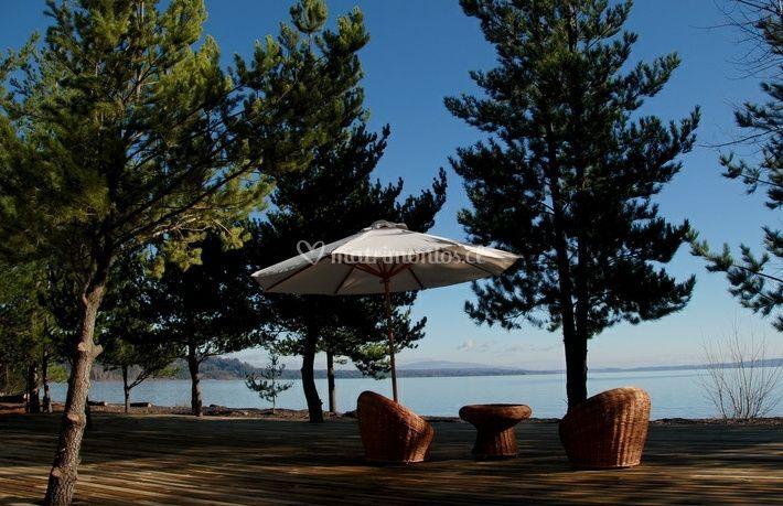 Terraza y acceso a la playa