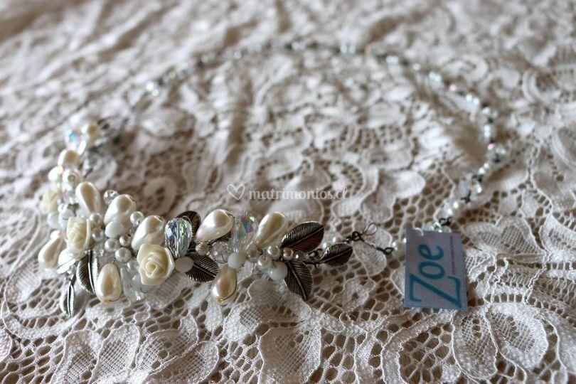 Corona con cristales y perlas