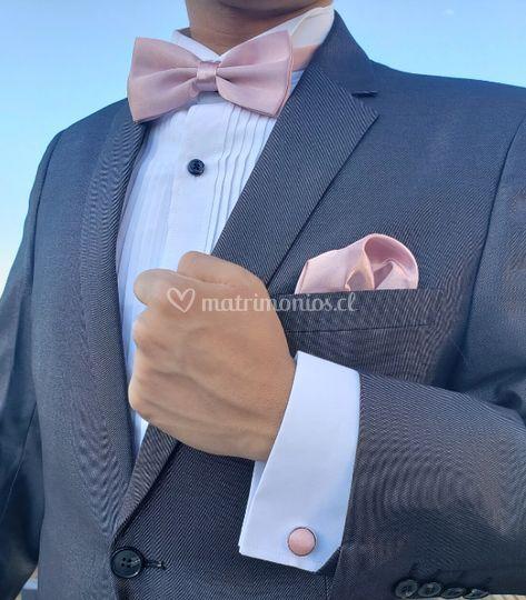Humita y pañueno en traje gris