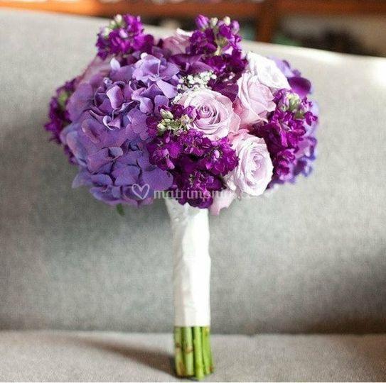 Ramo hortensias, rosas y lila