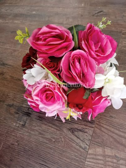 Ramo rosas tonos rosas y rojo