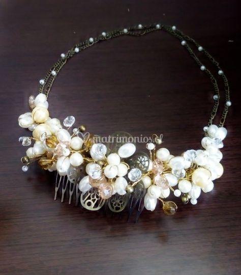 Perlas, cristales y cadenas