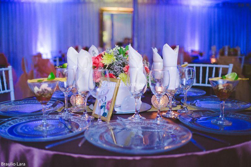 Montaje de cena de bodas