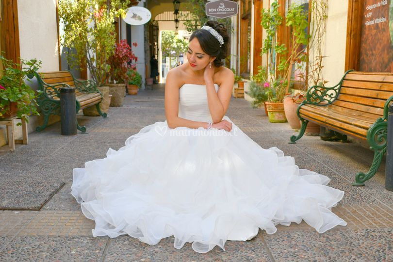 Vestido de novia amplio faldón