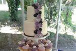 Torta 2 pisos y cupcakes de Canela Cake