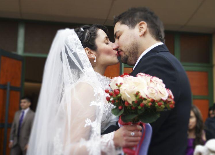 El beso de recién casados