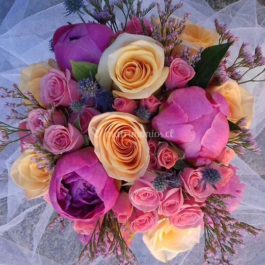 Mix silvestre, rosas y peonias