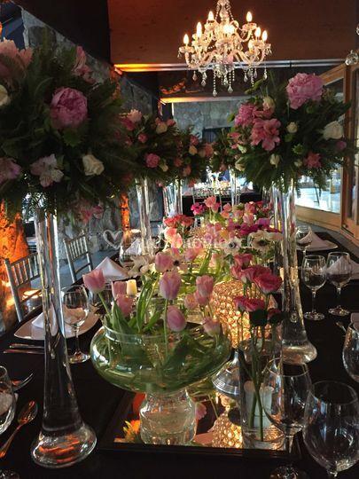 Mesa de novios con tulipanes