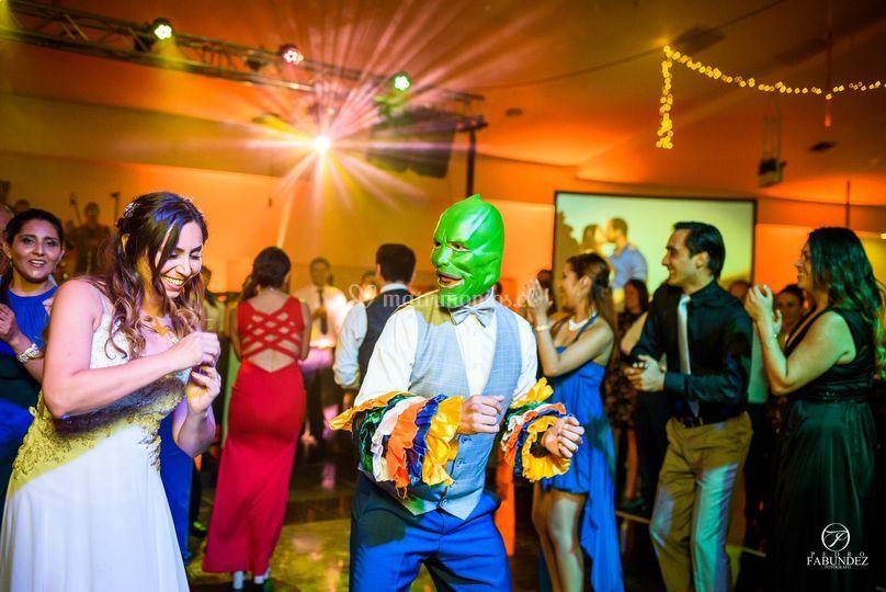Flashmob de novios, La máscara