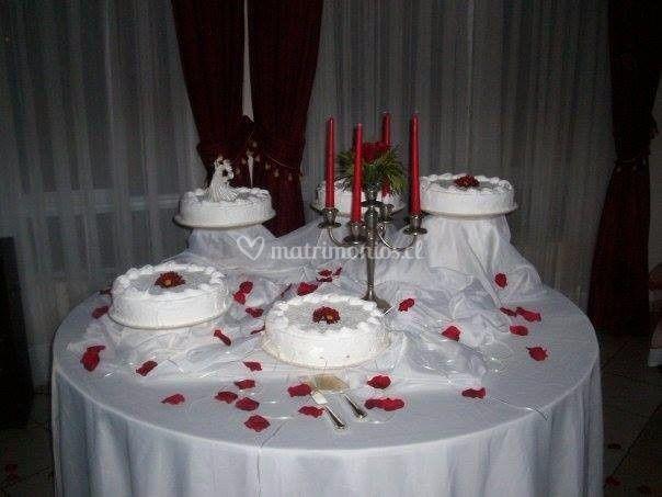 Decoración torta de novios