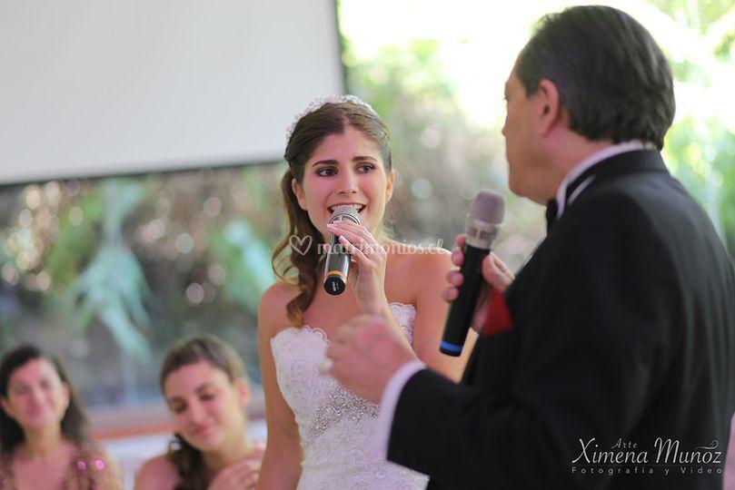 Novia cantando