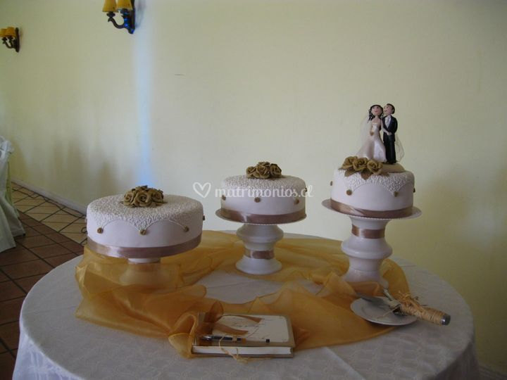 Tortas individuales rosas oro