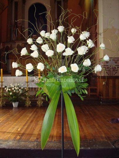 Pedestal rosas blancas