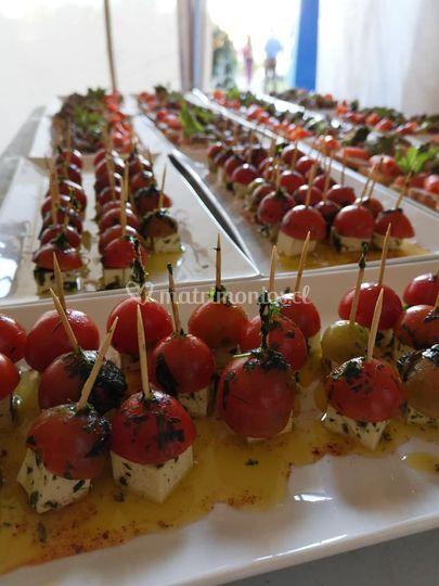 Pinchitos de tomate cherry y mozzarela