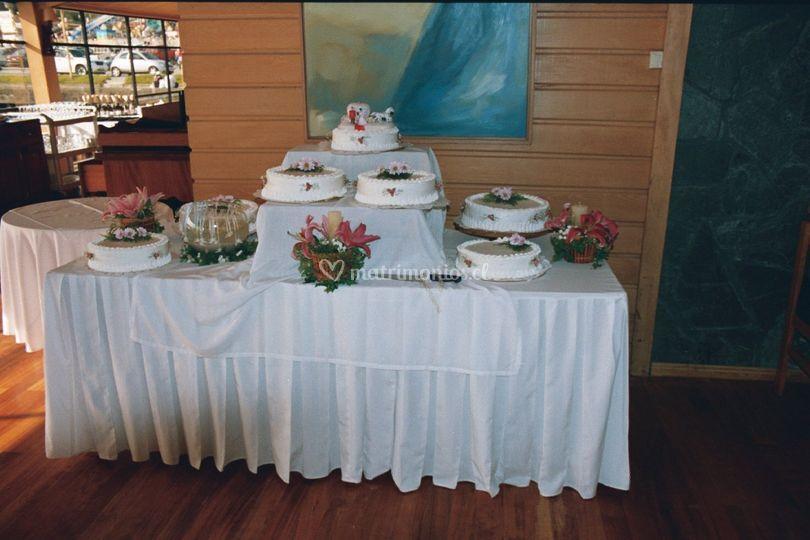 Diversas tortas de novios