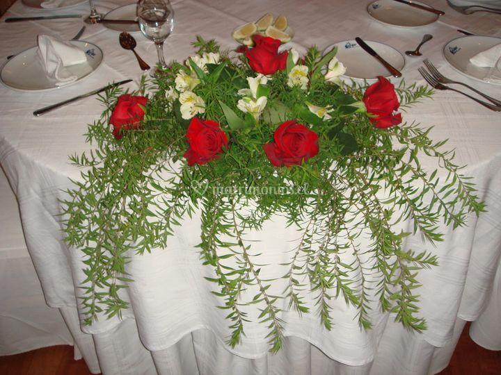 Arreglo floral mesas de novios
