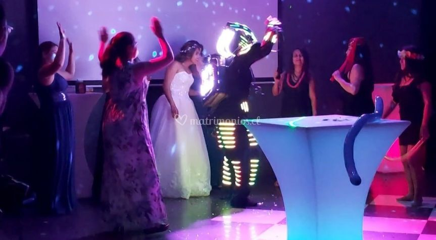 Robot led en matrimonio