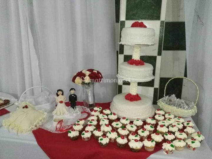 Torta y mini cupacakes