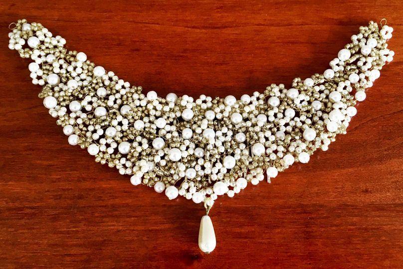 Tocado tejido de perlitas