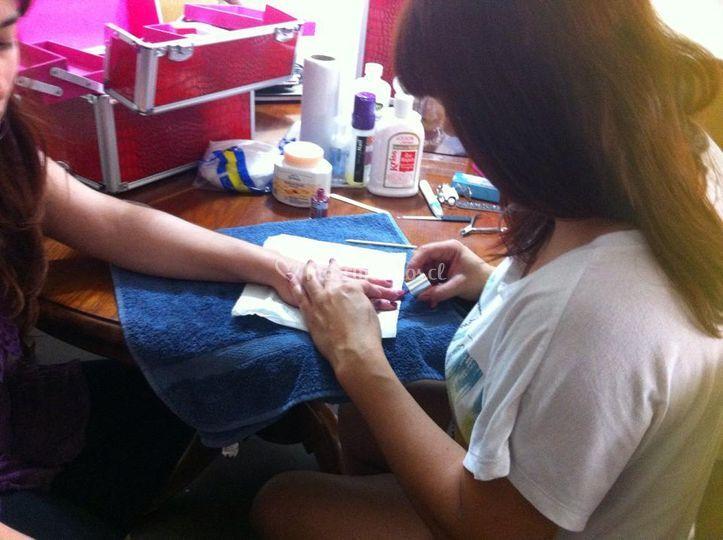 Manicure y masaje a Claudia