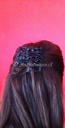 Peinado simple con accesorio