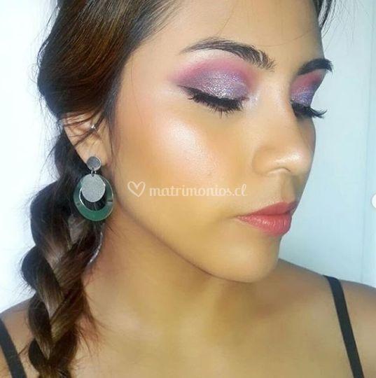 Maquillaje fiesta con glitter
