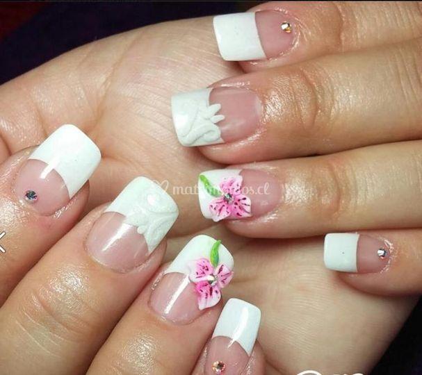 Manicure flores