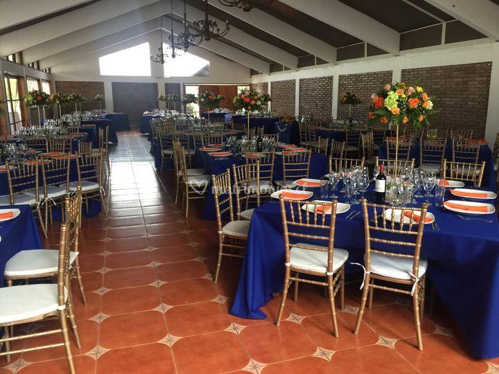 Salón azul-naranjo