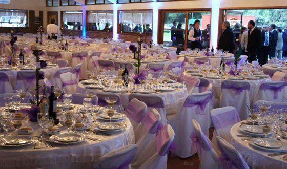 Salón principal con mesas